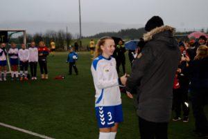 Gneis sin spiller nummer seks, Madelene Rønvik, fikk prisen for banens beste spiller av juryen.